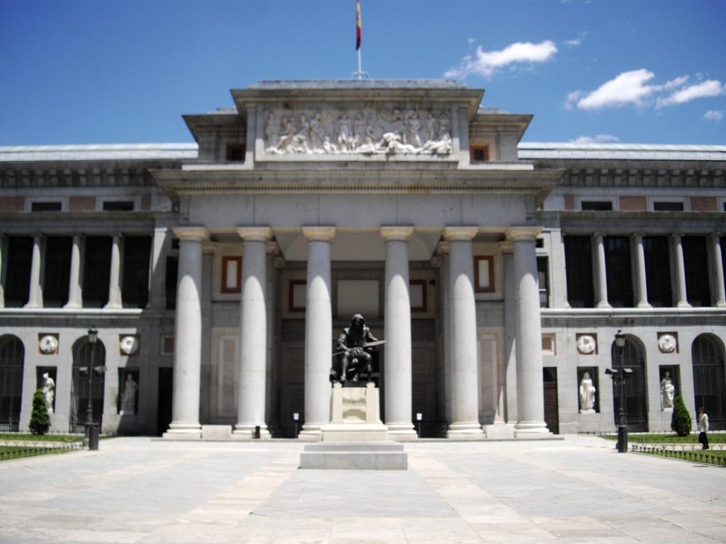 Madrid-Museo_del_Prado-front